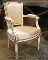 Кресло покрашено эмалью цвета «слоновая кость»
