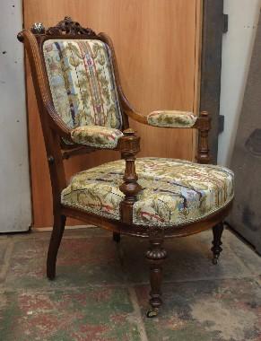 Старинное кресло реставрация резьбы, лакировки, перетяжка пружин, обивка. Срок гарантии на реставрацию 5 лет на антикварную мебель и 2 года на современную.