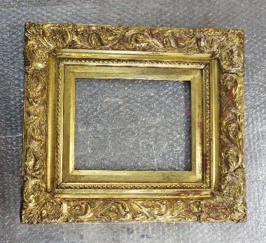Реставрация багета. Конструкция рамы выполнена из массива сосны. Декорирована гипсовой лепниной. Отделка - сусальное золото. Реставрация. Склейка рамы, восстановление лепнины, реставрация золотого покрытия.