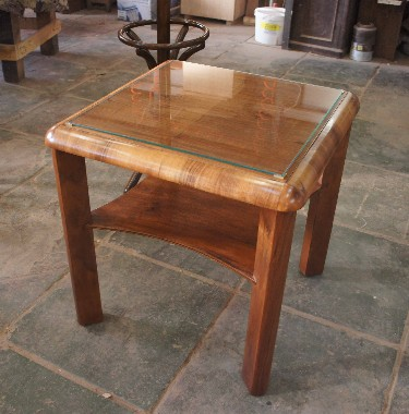 Реставрация мебели из массива и шпона ценных пород дерева.