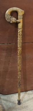 Реставрация старинной трости. Резьба, лакировка. Ручка трости вырезана в виде мордочки хищного зверя. То-ли волка, то-ли дракона. Глазки из красного камня. Скорее всего граната.