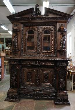 Старинная английская мебель после реставрации.