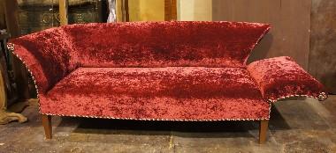Реставрация старинных раскладных диванов оригинальной формы.