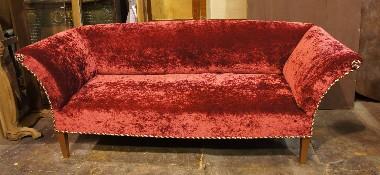 Перетяжка дорогой старинной мебели.