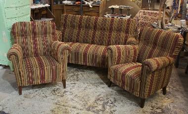 Реставрация и перетяжка гарнитура мягкой мебели 50-х, 60-х годов.