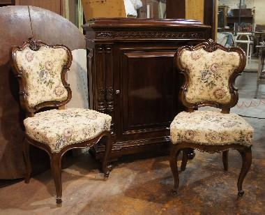 Ремонт и восстановление резных старинных стульев и комода из ореха.
