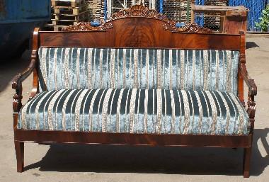 Реставрация старинного дивана с деревянной спинкой. перетяжка пружин. полировка. Восстановление резьбы.