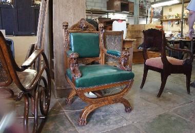 Кресло резное, курульное. Дуб, кожа. перетяжка. Цена реставрации договорная.