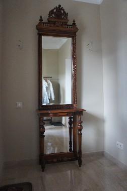 Реставрация зеркала. восстановление деревянной рамы и подзеркальника. Фото мебели после реставрации.