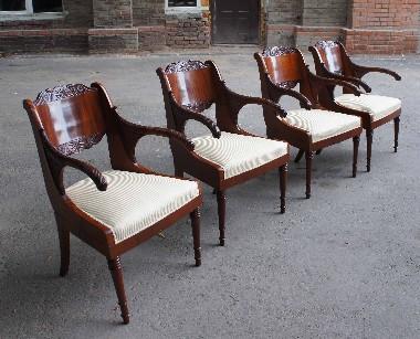 Ремонт старинных антикварных кресел. Реставрация, перетяжка пружинных сидений. Обивка тканью. Полировка шеллаком. Сроки исполнения от двух месяцев. Гарантия 5 лет.