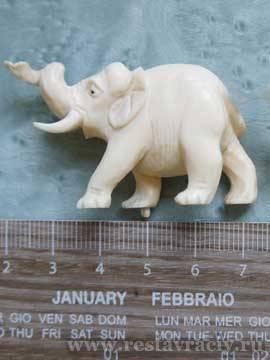 Старинная скульптура из слоновой кости