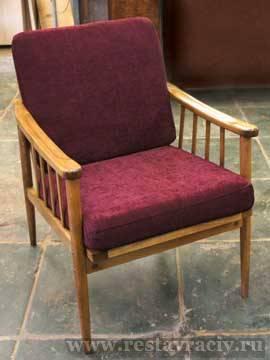 Кресло 60-х с деревянными подлокотниками