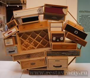 комод, собранный из разрозненных ящиков, лондонская выставка