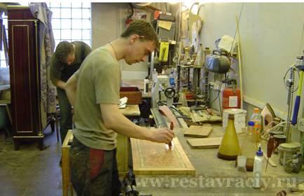 Реставратор мебели