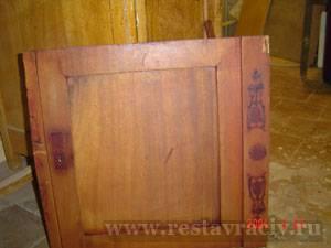Реставрация письменного стола. Красное дерево 19 век. Следы от старинных бронзовых накладок.