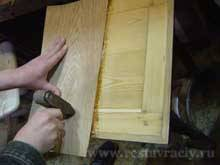 Притираем лист шпона притирочный молотком