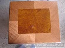 Используя древесину двух и более разных пород дерева возможно составить простой или сложный рисунок