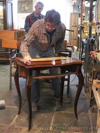 Реставратор мебели в Москве