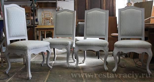 Цветные стулья