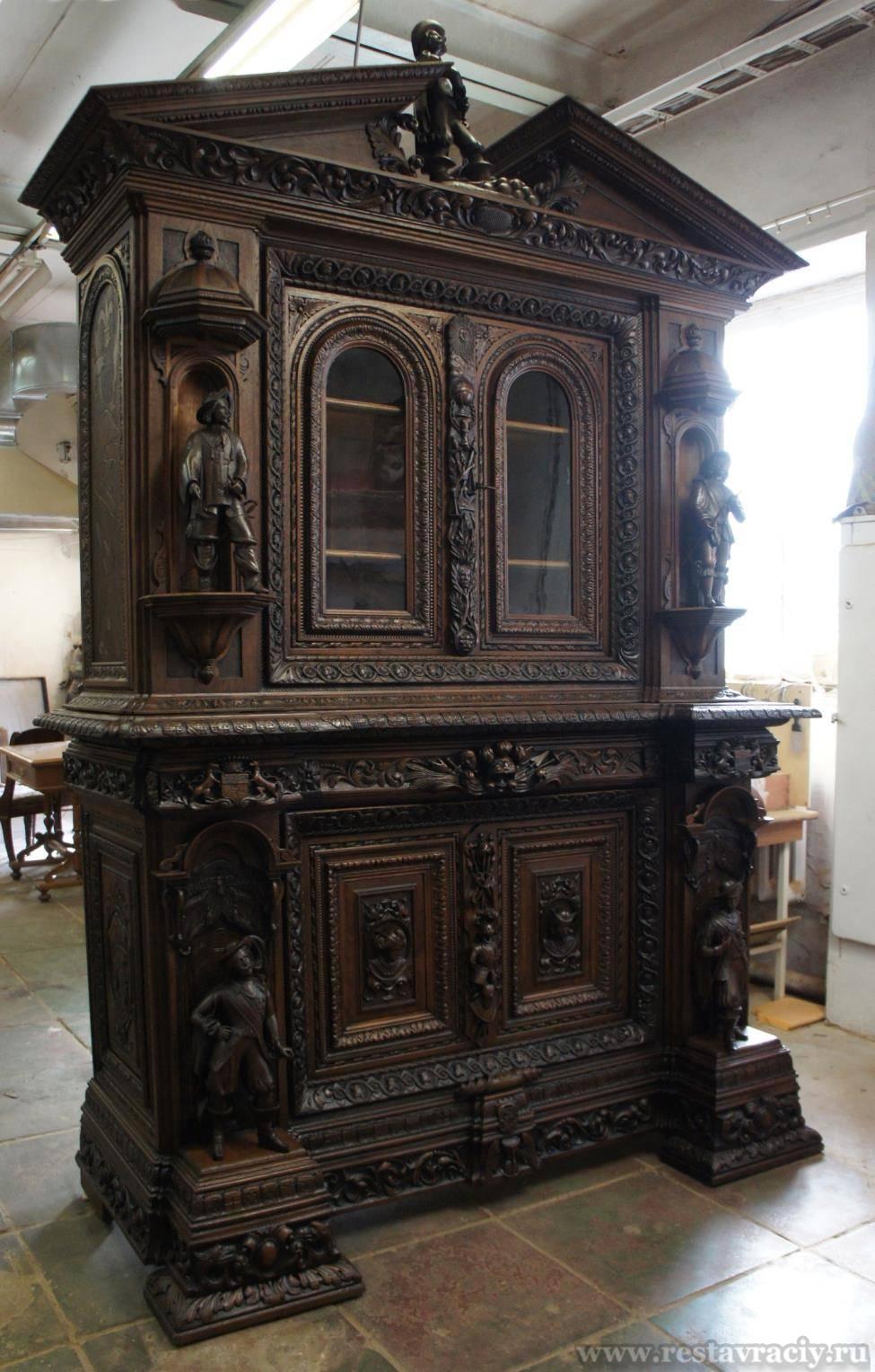 Антикварный мебельный гарнитур