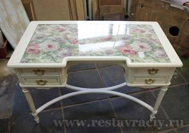 Покраска деревянного стола