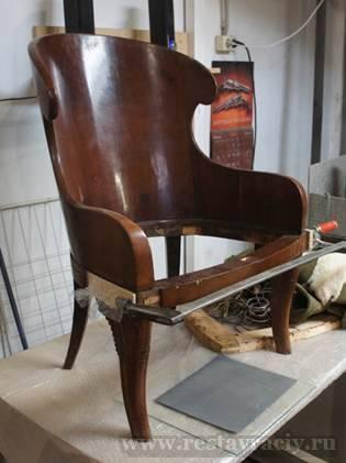 Перетянуть старинное кресло